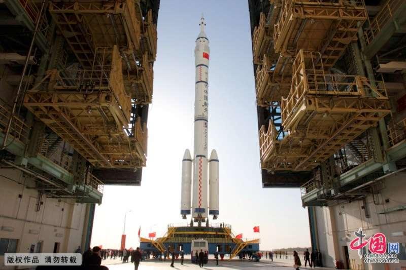 À l'instar du programme Apollo qui avait permis aux États-Unis de faire un bond en avant dans de nombreux domaines (technologiques, économiques), la Chine compte faire de même avec sa décision de mettre en place des études préliminaires en vue d'envoyer des Hommes sur la Lune. © CNSA