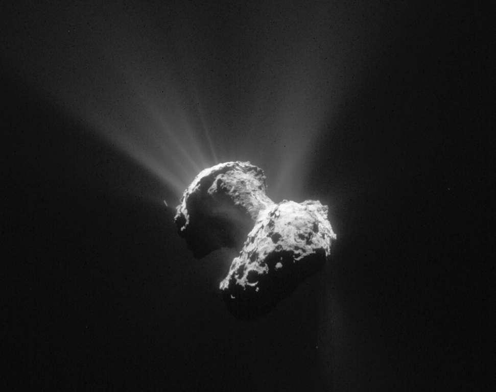 La comète 67P/Churyumov–Gerasimenko vue le 21 Juin 2015 par Rosetta à une distance de 177 km. © Esa/Rosetta/Navcam – CC BY-SA IGO 3.0