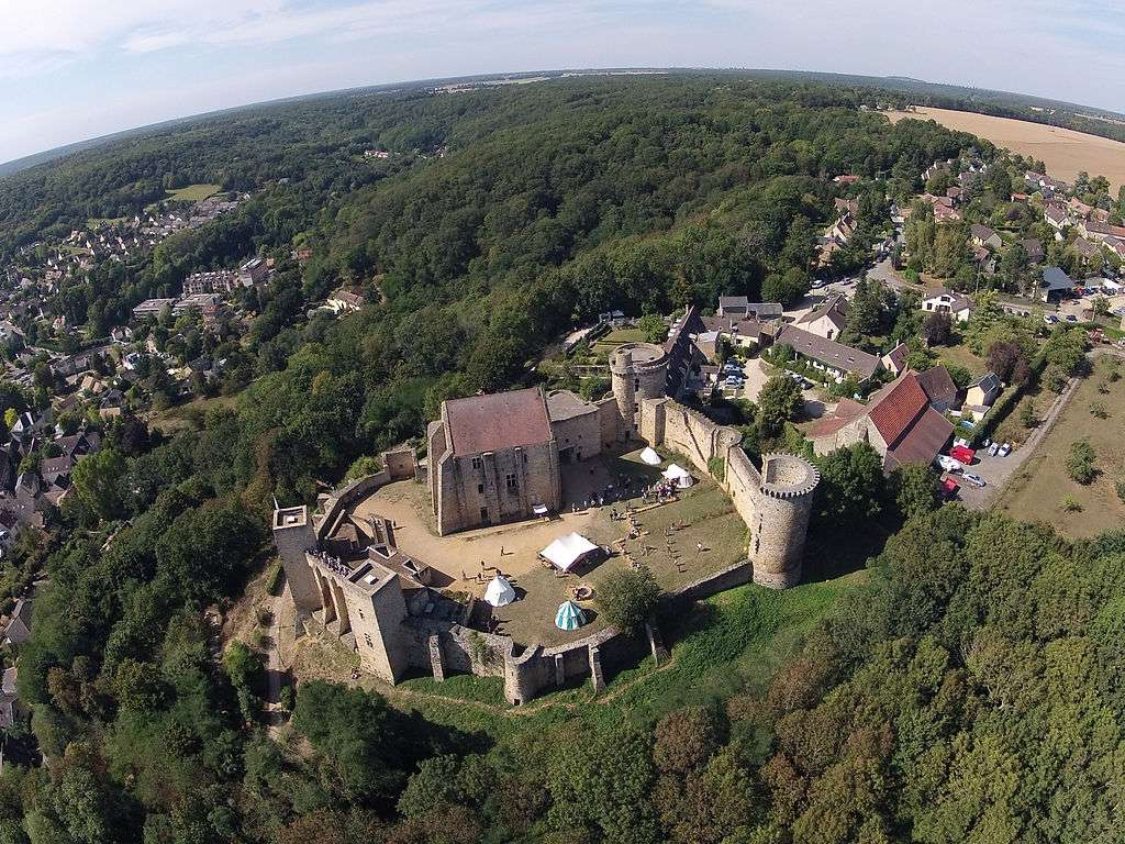 Vue aérienne du château de la Madeleine lors de la Fête du patrimoine en 2012. Il est aujourd'hui la propriété du conseil général des Yvelines. © ToucanWings, Wikimedia Commons, cc by sa 3.0
