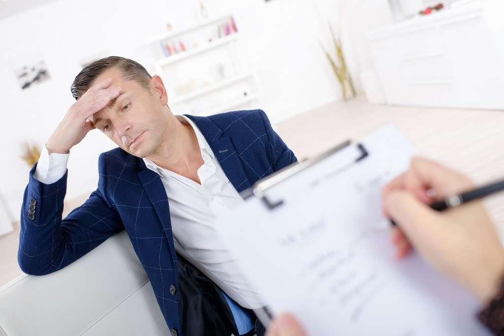 Le psychologue du travail à un rôle important dans la détection des profils à risque et dans la prévention du mal-être au travail. © auremar, Adobe Stock.