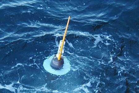 Une balise Argo en surface, prête à transmettre ses données aux satellites. © 2004 Sabrina Speich/Argo Information Centre
