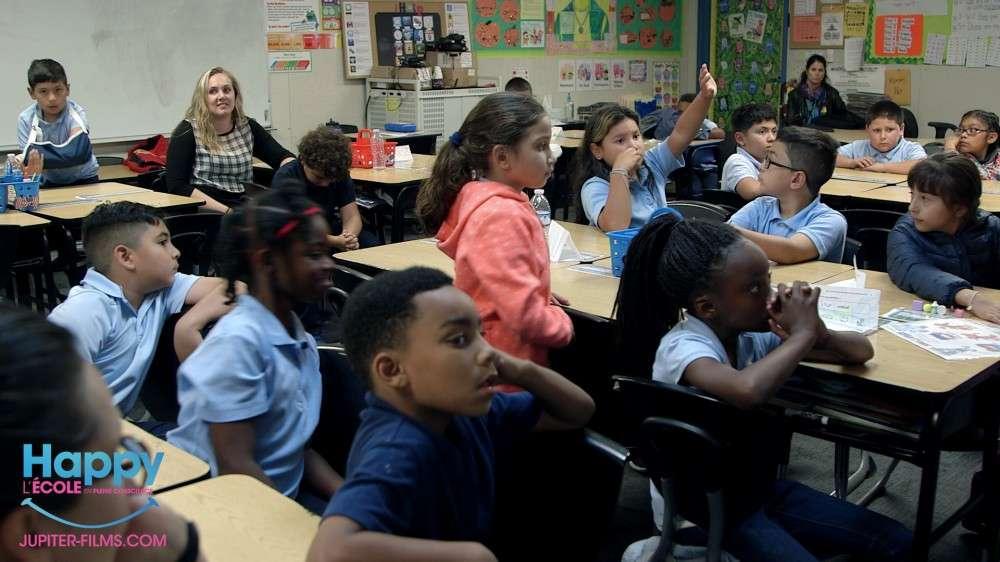 Fréquente dans les classes américaines, la méditation de pleine conscience profite aux élèves comme aux enseignants. © Happy, Jupiter Films
