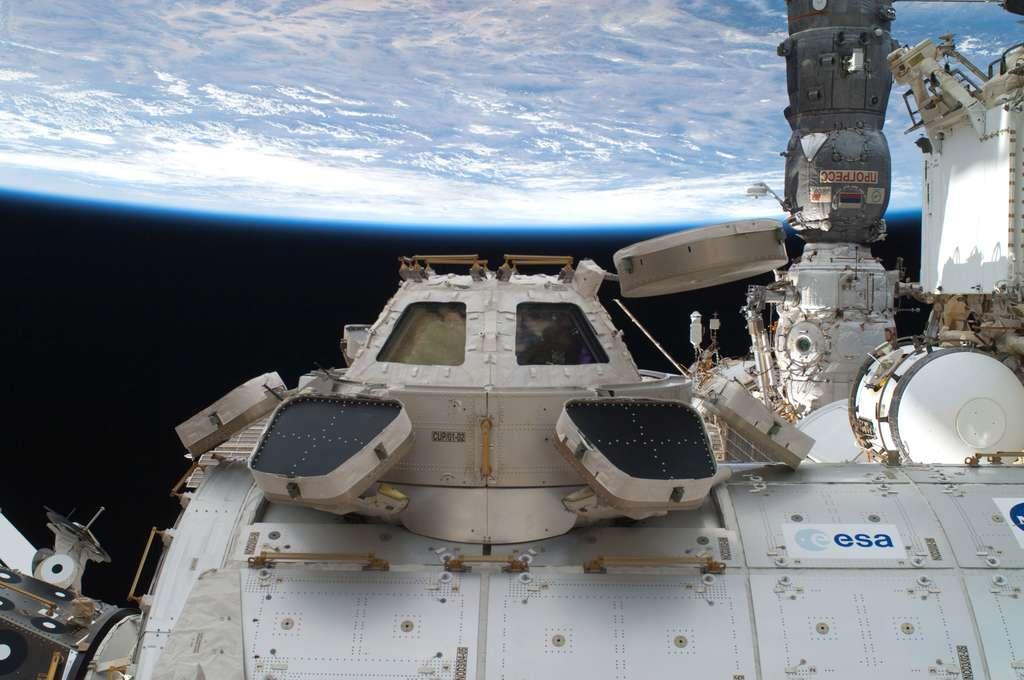 Formidable promontoire pour observer la Terre, l'ISS n'est pas seulement employée pour des expériences dites de science de la vie ou des matériaux. Elle l'est également pour des activités commerciales et scientifiques. À l'avenir, elle sera utilisée pour préparer certaines des prochaines étapes de l'exploration. © Nasa