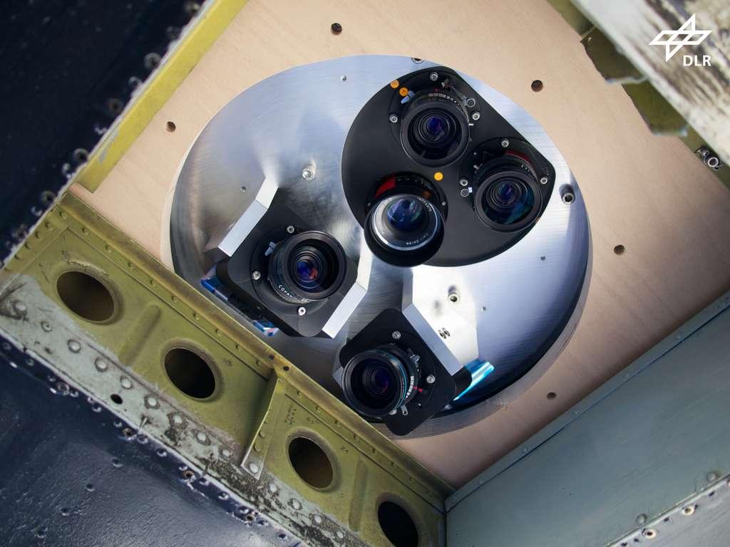 Le système Macs, avec ses caméras, regarde vers le sol et sous plusieurs angles. © DLR