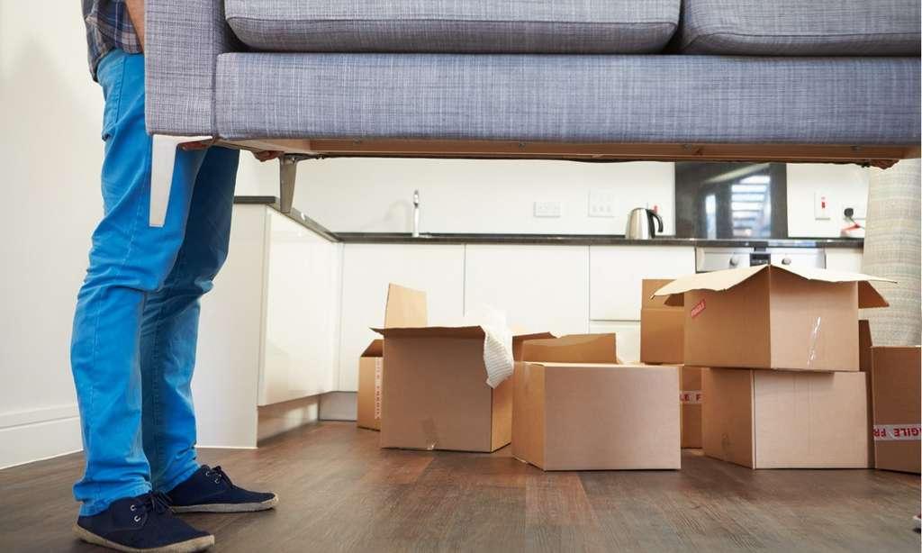 Ne laissez pas les cartons s'entasser n'importe où. Évacuez-les au fur et à mesure, après les avoir repliés : vous y verrez plus clair. © Dari Free