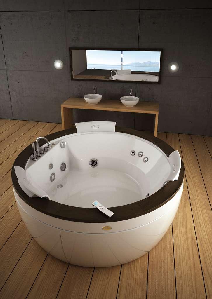 Le bien-être dans votre salle de bain, avec les baignoires balnéo. © Jacuzzi