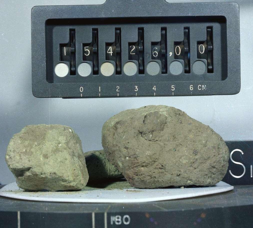 Une autre des roches lunaires utilisées par les chercheurs. Sa référence pour la mission Apollo 15 est 15426. © Nasa