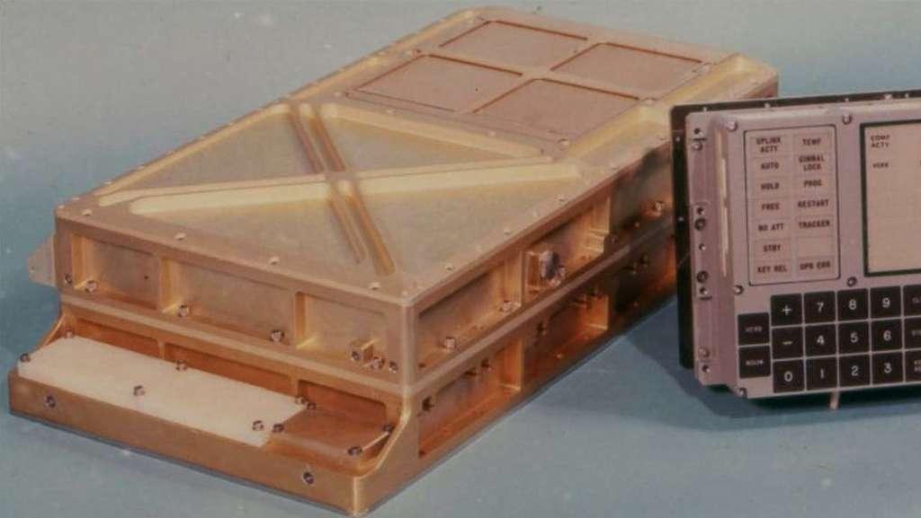 Des circuits intégrés, 4 Ko de mémoire vive, 72 Ko de mémoire de stockage... L'ancêtre du PC. © Nasa