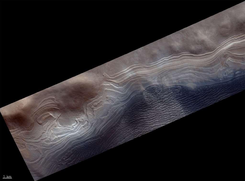 Couches de glaces, empilées les unes sur les autres, qui enregistrent l'évolution du climat de Mars au cours des derniers millions d'années à des centaines de millions d'années. © ESA, Roscosmos, CaSSIS Science Team