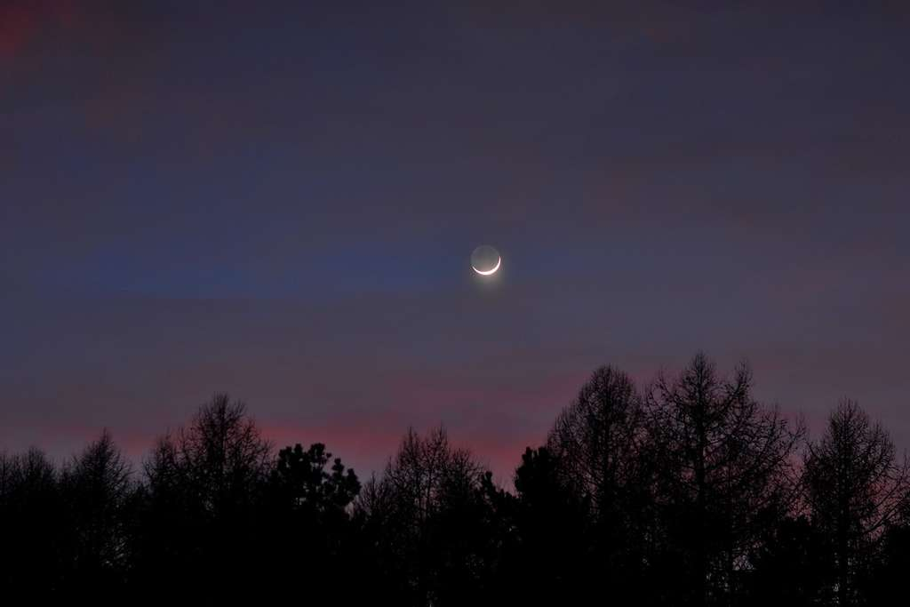 La lumière cendrée était déjà bien visible samedi 5 février au crépuscule. © J.-B. Feldmann