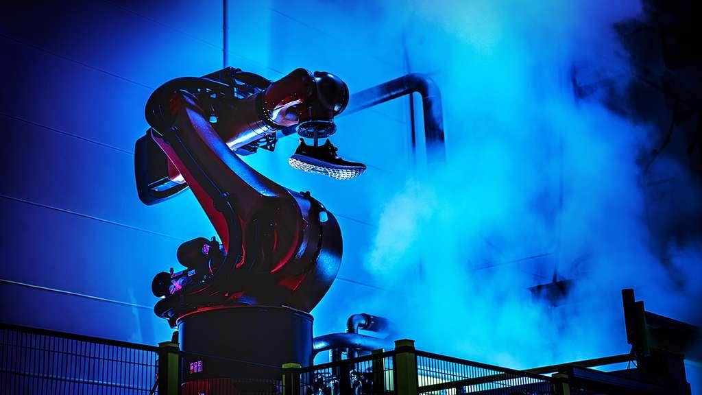 L'équipementier Adidas a décidé de relocaliser une partie de sa production de chaussures de sport en Allemagne grâce à une usine massivement robotisée. Après une phase pilote en 2016, la production de masse débutera l'année prochaine. © Adidas