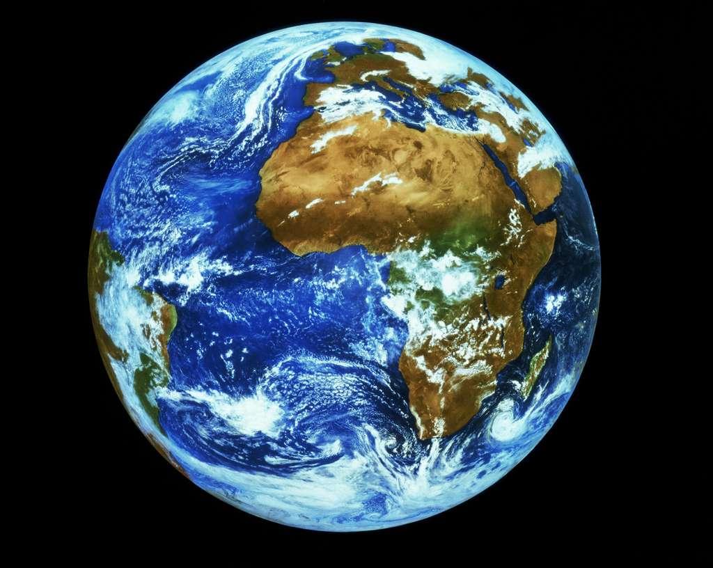 Vue de la Terre à une distance de 36.000 kilomètres (orbite géostationnaire). Depuis cette altitude, Hoasis sera capable d'obtenir des images d'un à cinq mètres de résolution. © Esa