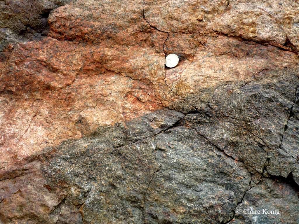 Dolérite et granite dans les Shetland, sur la presqu'île de Northmavine, à Mavis Grind. © Claire Konig, DR