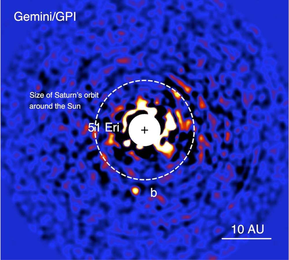 L'étoile 51 Eridani et son environnement imagé dans le proche infrarouge avec le nouveau GPI, le 18 décembre 2014. La très jeune étoile a été volontairement gommée afin de mettre en évidence la planète géante (b). © J. Rameau (UdeM), C. Marois (NRC Herzberg)