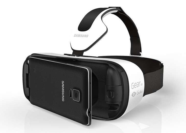 Samsung fait partie des fabricants qui comptent bien profiter des opportunités qu'ouvre la réalité virtuelle. La firme coréenne vient de présenter une nouvelle version de son casque Gear VR, plus léger et confortable, mais surtout beaucoup moins cher puisqu'il sera vendu 99 dollars (environ 89 euros au cours actuel). Le premier modèle du Gear VR coute 199 euros. © Samsung