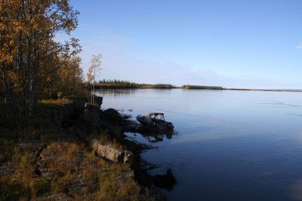 À son embouchure, le fleuve Mackenzie, au Canada, transporte 2,2 millions de tonnes de carbone organique moderne à l'océan Arctique. © Robert Hilton, Durham University