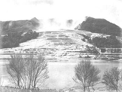 Les terrasses blanches dans les années 1880. Des photos d'époque sont à retrouver sur le site de Virtual Oceania. © Virtual Oceania