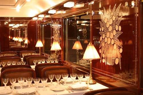 Intérieur du restaurant du Pullman Orient-Express. © Train Chartering and Private Rails cars, Flickr, CC by-nc-sa 2.0