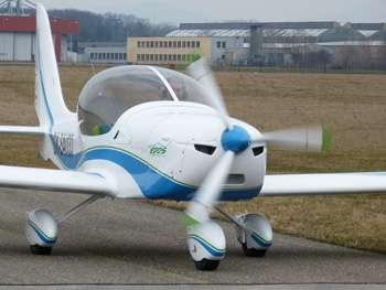 Le modèle Epos est une variante du SportStar RTC, un avion commercialisé depuis plusieurs années et entrant, en France, dans la catégorie des ULM (ultralégers motorisés). © Evektor