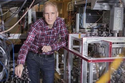 Eric Hessels et son équipe de l'université York (Canada) ont mis au point une technique qui leur a permis de retrouver le rayon du proton tel que mesuré à l'aide d'hydrogène muonique, mais à partir d'hydrogène classique. © Université York