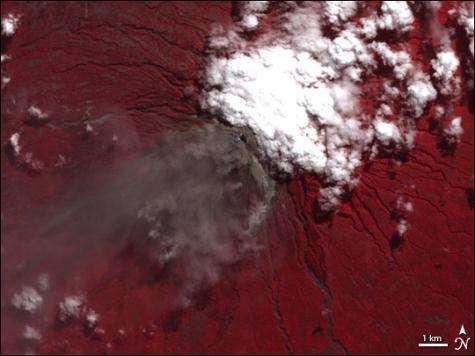 Image du mont Merapi prise le 6 juin 2006 par l'instrument ASTER embarqué à bord du satellite Terra (Crédits : Jesse Allen, Earth Observatory)