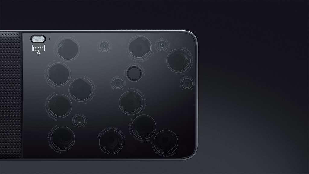 Les seize modules photo sont répartis en trois focales : cinq objectifs de 35 mm, cinq de 70 mm et six de 150 mm, en équivalent 24x36. © Light