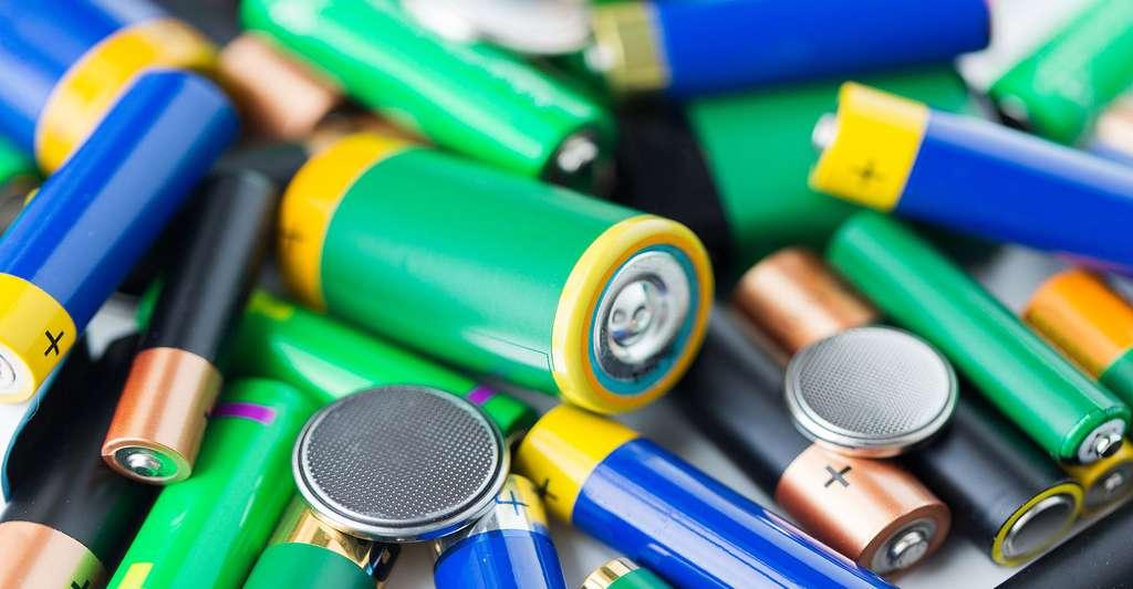 Il faut recycler les piles alcalines. © Syda Productions, Fotolia