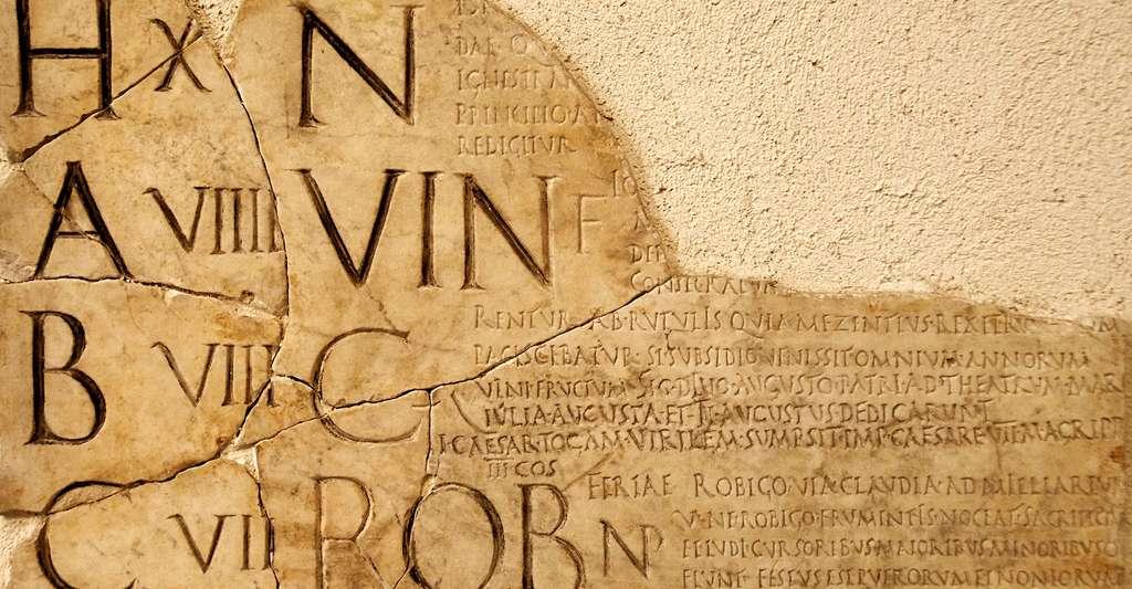 Section des Fasti Praenestini, calendrier de Verrius Flaccus. © Marie-Lan Nguyen, CC by 2.5