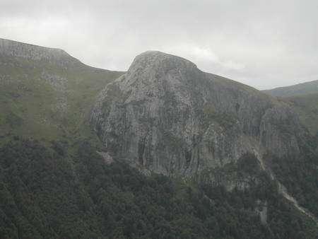Aiguille de protrusion dans le stratovolcan du Cantal (Crédit : Laurent Sacco/Futura-Sciences).