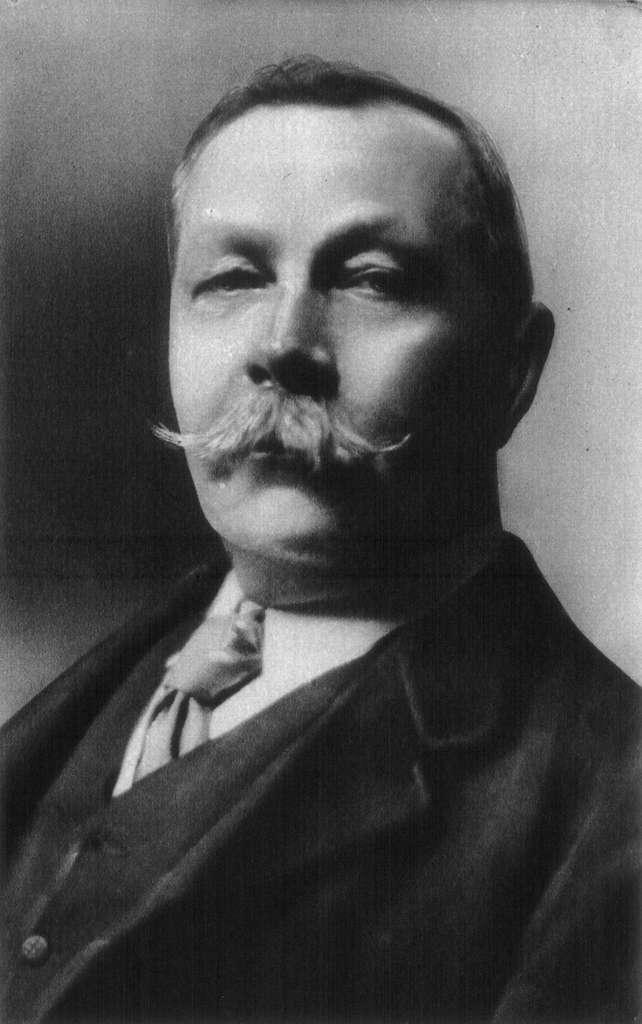 Conan Doyle ou Marie Corelli. Il semblerait que des écrivains connus pour leur imagination aient été les premiers à parler de malédiction de la momie. © Arnold Genthe, Wikipedia, domaine public