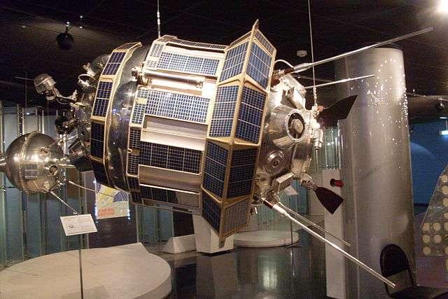Une reconstitution à l'échelle de la sonde Lunik 3 ( aussi appelée Luna 3) au Musée mémorial de l'astronautique de Moscou. © DP Wikipédia