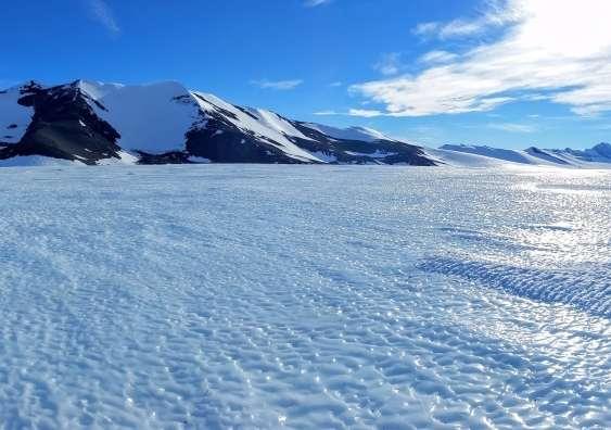 Ici, une zone de glace bleue telle que celle étudiée par les chercheurs de l'université de Nouvelle-Galles du Sud (Australie). © AntarcticScience.com