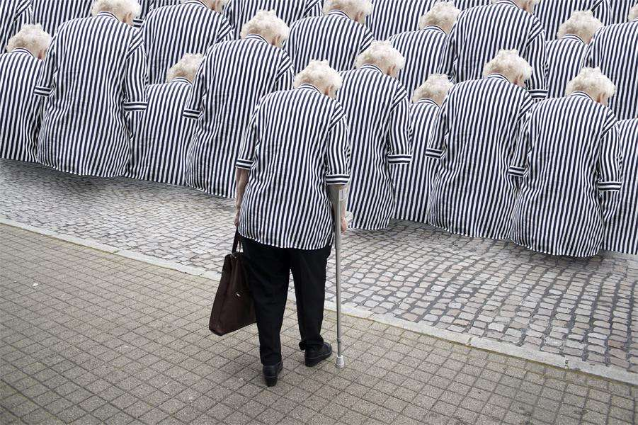 La maladie d'Alzheimer représente des enjeux médicaux, sociaux et économiques énormes. Plus la population vieillit et plus cette pathologie pèse sur la société. Une équipe a montré qu'en stimulant son cerveau par de longues études, on pouvait limiter l'apparition de cette pathologie. © Shirin Winiger, Flickr, cc by nc sa 2.0