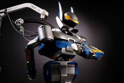 Au printemps 2006, le robot humanoïde HRP2 est arrivé en France au LAAS dans le cadre du Joint Robotics Laboratory, laboratoire franco-japonais. Les chercheurs sont en train de compléter ses aptitudes physiques par des capacités de calcul et de raisonnement lui conférant toujours plus d'autonomie dans la maîtrise de ses fonctions sensorimotrices. HRP2 est pour cela équipé de caméras pour la vision et de capteurs d'effort et d'attitude pour la gestion de son équilibre, la planification et le contrôle de ses actions. © CNRS Photothèque / Perrin Emmanuel - Reproduction et utilisation interdites