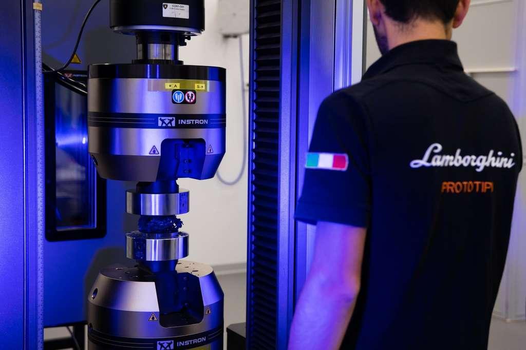 Lamborghini envoie des échantillons de fibre carbone à la Station spatiale internationale pour des tests. © Courtesy of Automobili Lamborghini