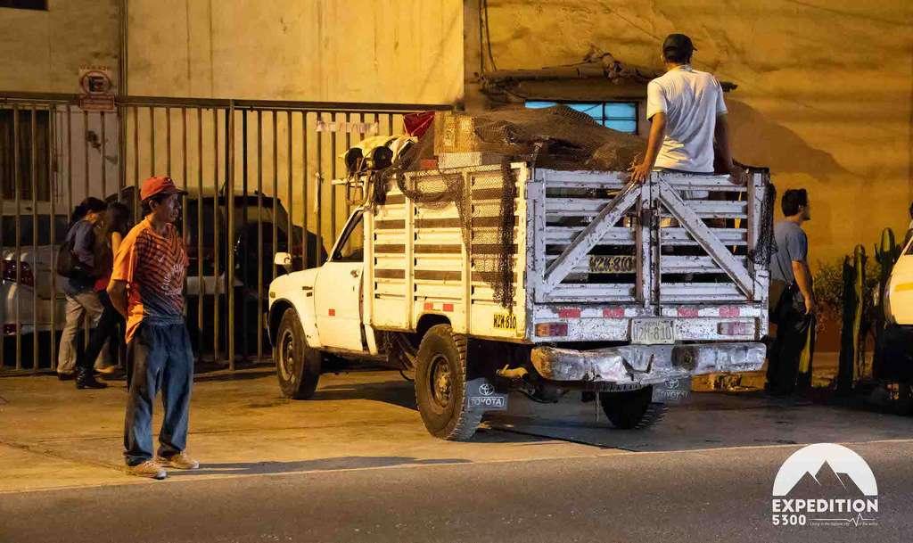Entre Lima et Puno, quelque 1.200 kilomètres et un matériel transporté en camion. © Expédition 5300
