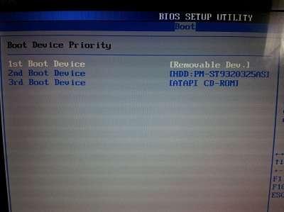 Pour booter un PC sur CD ou clé USB, il est préférable de placer le disque dur en dernière position. À noter qu'avec ce réglage, l'ordinateur vérifiera à chaque démarrage les médias USB et lecteurs de disque avant le disque dur principal, ce qui peut allonger ce temps. © Guénaël Pépin