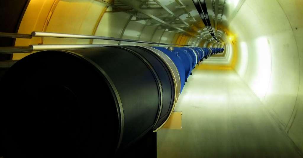 Atlas est un détecteur de particules installé sur le site du Grand collisionneur de hadrons, le LHC. Il est utilisé pour des recherches portant sur les origines de la masse et l'existence de dimensions supplémentaires. © © Enfo - CC BY-SA 3.0