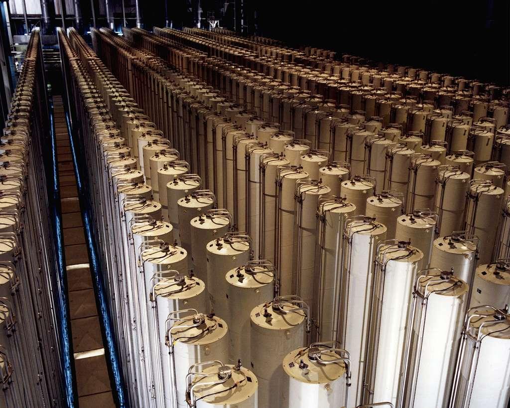Batteries de centrifugeuses utilisées pour l'enrichissement de l'uranium à Piketon, dans l'Ohio, en 1984. © US Department of Energy, Wikimedia Commons, DP