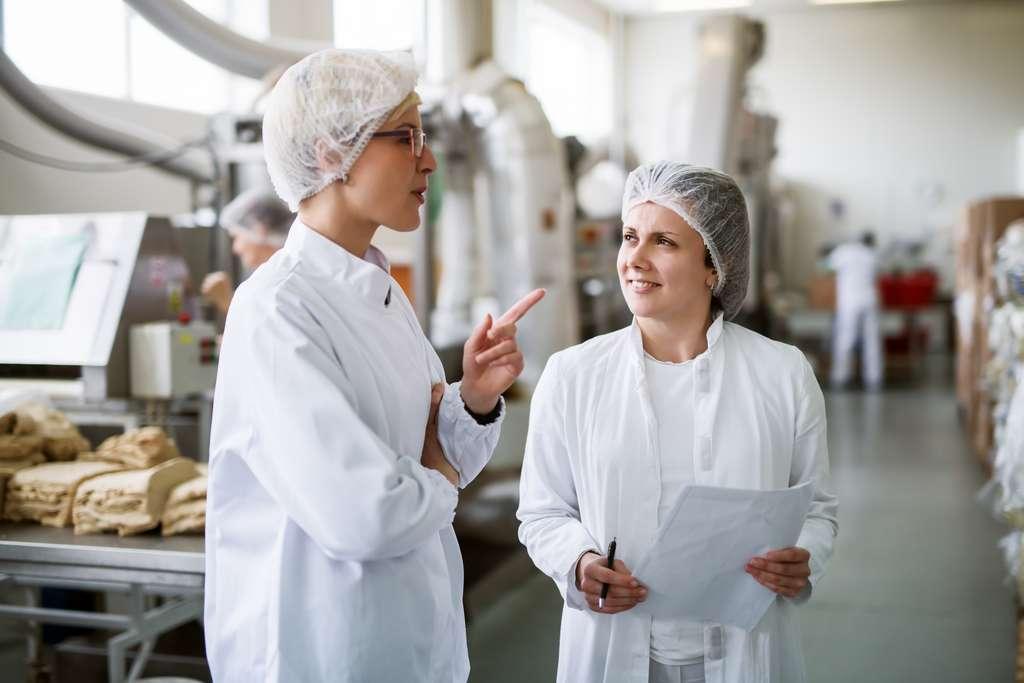Les masters de l'agroalimentaire forment de futurs professionnels dans les domaines à la fois techniques et managériaux. © Dusanpetkovic1, Adobe Stock