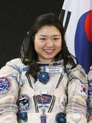 Jeune spécialiste de mécanique (elle est âgée de 29 ans), Yi So-yeon aurait dû passer sa thèse de doctorat en février mais son entraînement a repoussé cette échéance après son retour sur Terre. © Nasa