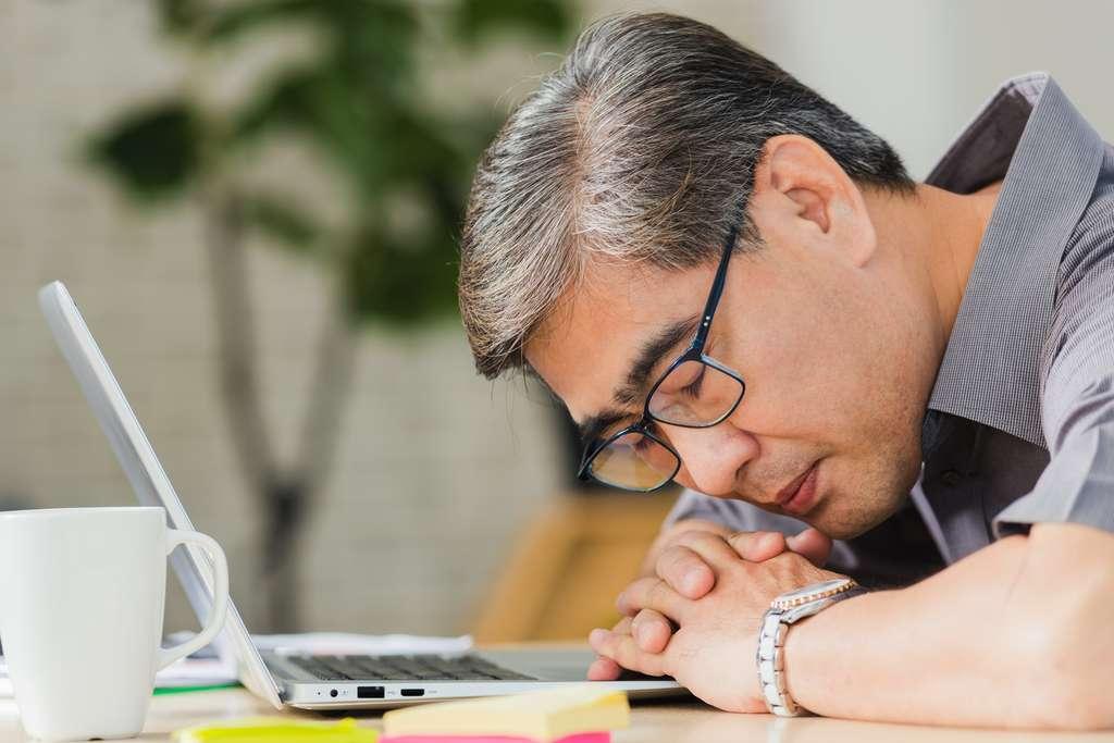 Il arrive qu'une personne s'endorme à tout moment de la journée. © Sorapop, Adobe Stock