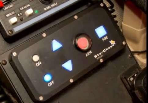 Le panneau de contrôle et de mise à feu du canon StarChase n'a rien à envier aux gadgets que l'on peut apercevoir dans les voitures conduites par le célèbre agent 007 ! © StarChase
