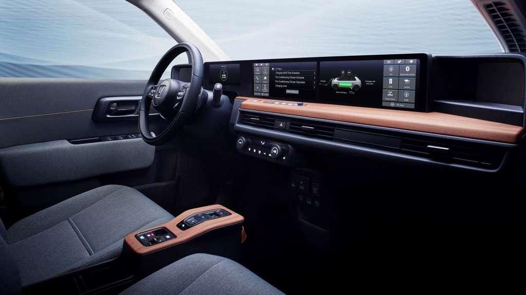 Le tableau de bord de la Honda e est quasiment identique à celui du concept-car Urban EV. © Honda
