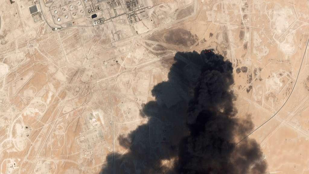 Deux installations pétrolières de l'usine d'Abqaiq en Arabie saoudite ont été attaquées, en septembre, par des missiles et des drones. © 2019 Planet Labs, Inc.