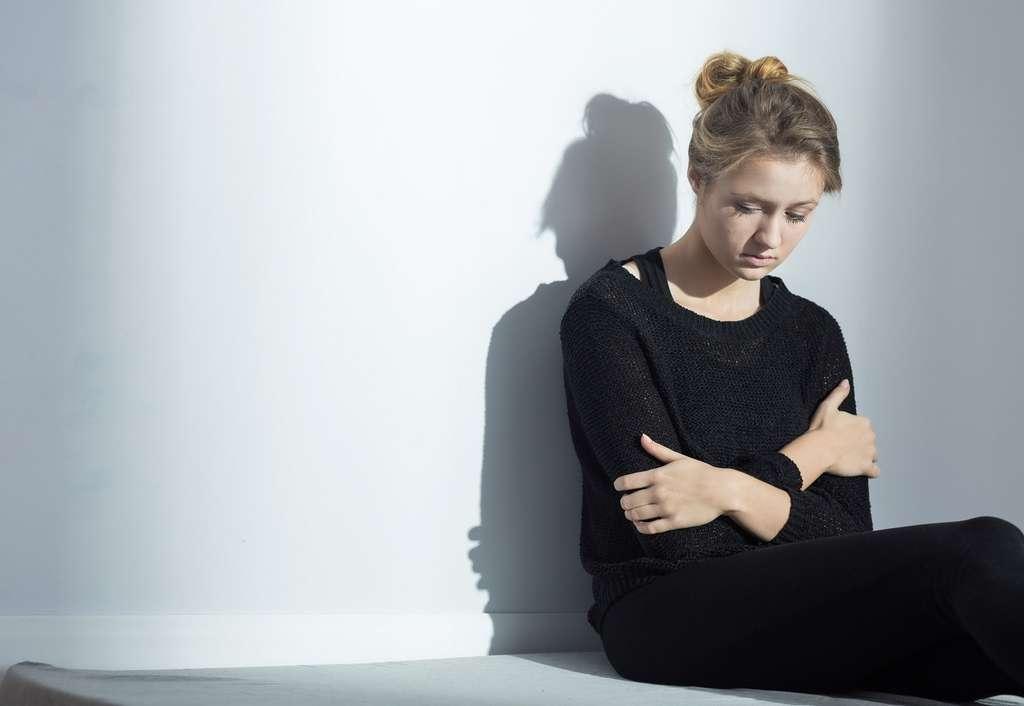 Face à l'isolement, trouvez de l'aide auprès d'associations spécialisées dans l'anorexie. © Photographee.eu, Shutterstock