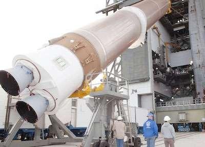 Le premier étage du lanceur Atlas V avec ces deux moteurs RD-180. © Nasa/KSC