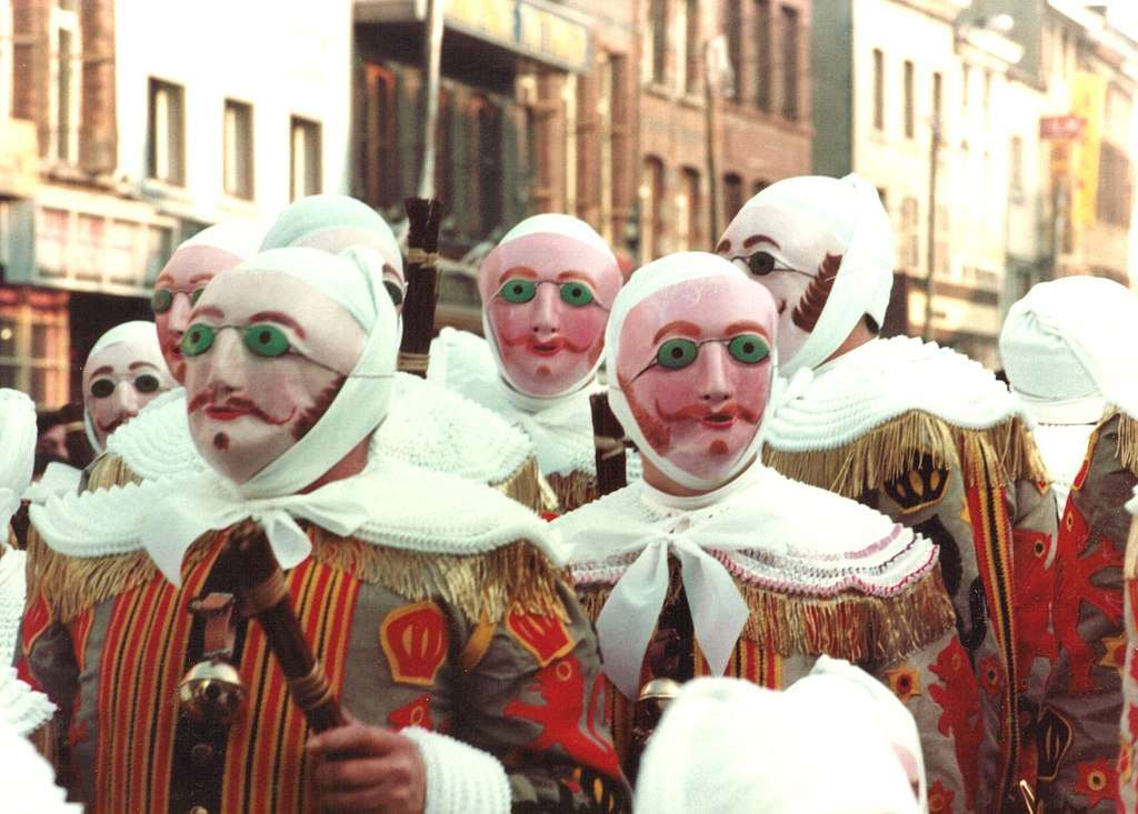 Le masque traditionnel du Gille © Marie-Claire, Wikimedia Commons by-sa 3.0