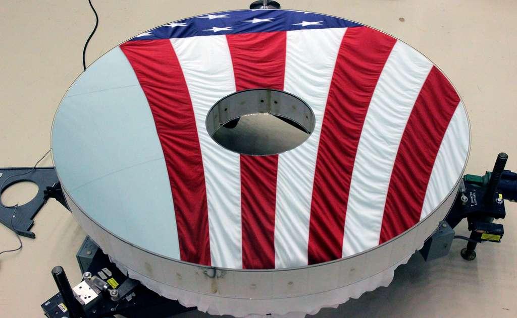 Miroir de 2,4 mètres de diamètre de l'observatoire Roman Space Telescope (RST). Cet observatoire spatial de la Nasa sera lancé en 2025. © L3 Harris Technologies
