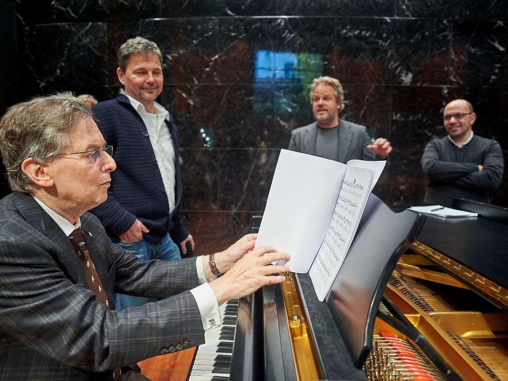 L'IA a compilé des croquis, des notes et des partitions laissés par Beethoven pour créer la fin de l'œuvre. © Telekom